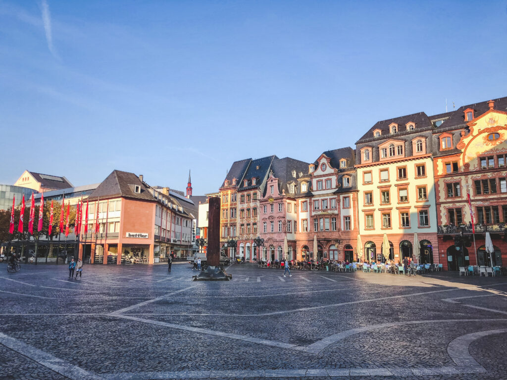 Try to get to the marketplace for the Saturday morning market during your 1 weekend in Mainz