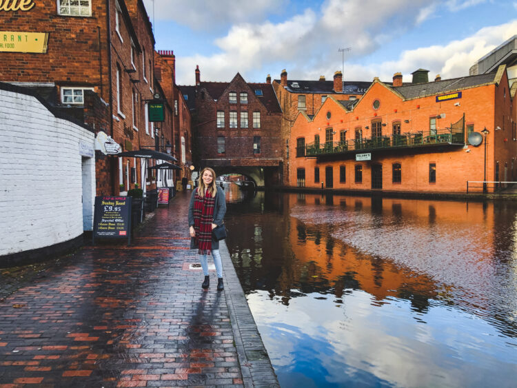 Check out the ultimate guide to Birmingham, England! Birmingham is full of unique experiences. Stroll along canals and experience its industrial history!