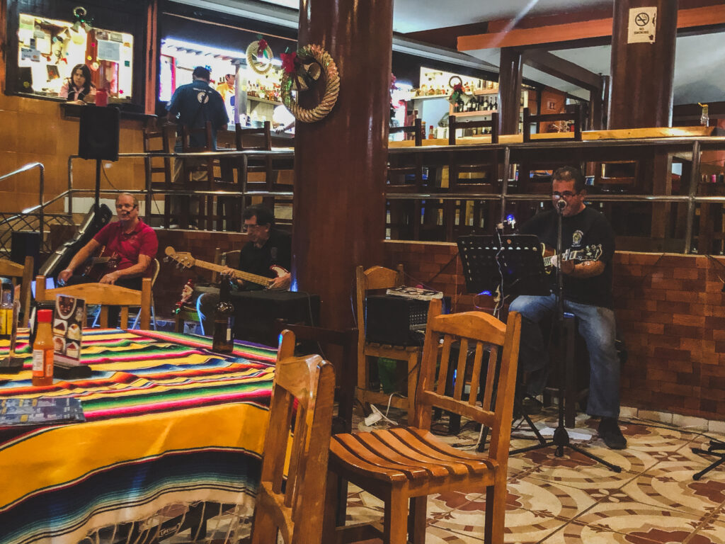 Live music at Mr. Lionso in Playa Brujas