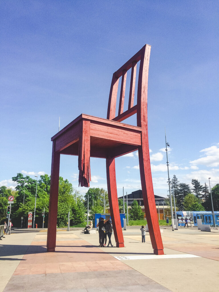 The Broken Chair sculpture urges people to remember landmine victims