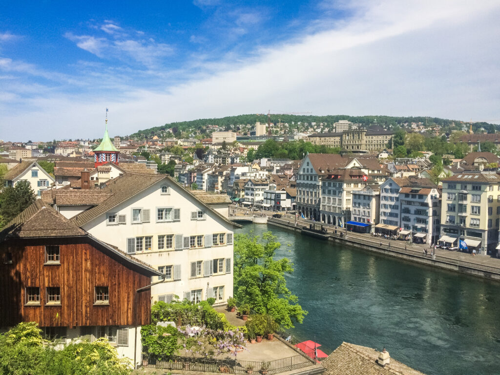 Bring a picnic or just enjoy the postcard views of Zürich stretching from the Hauptbahnhof to the lake