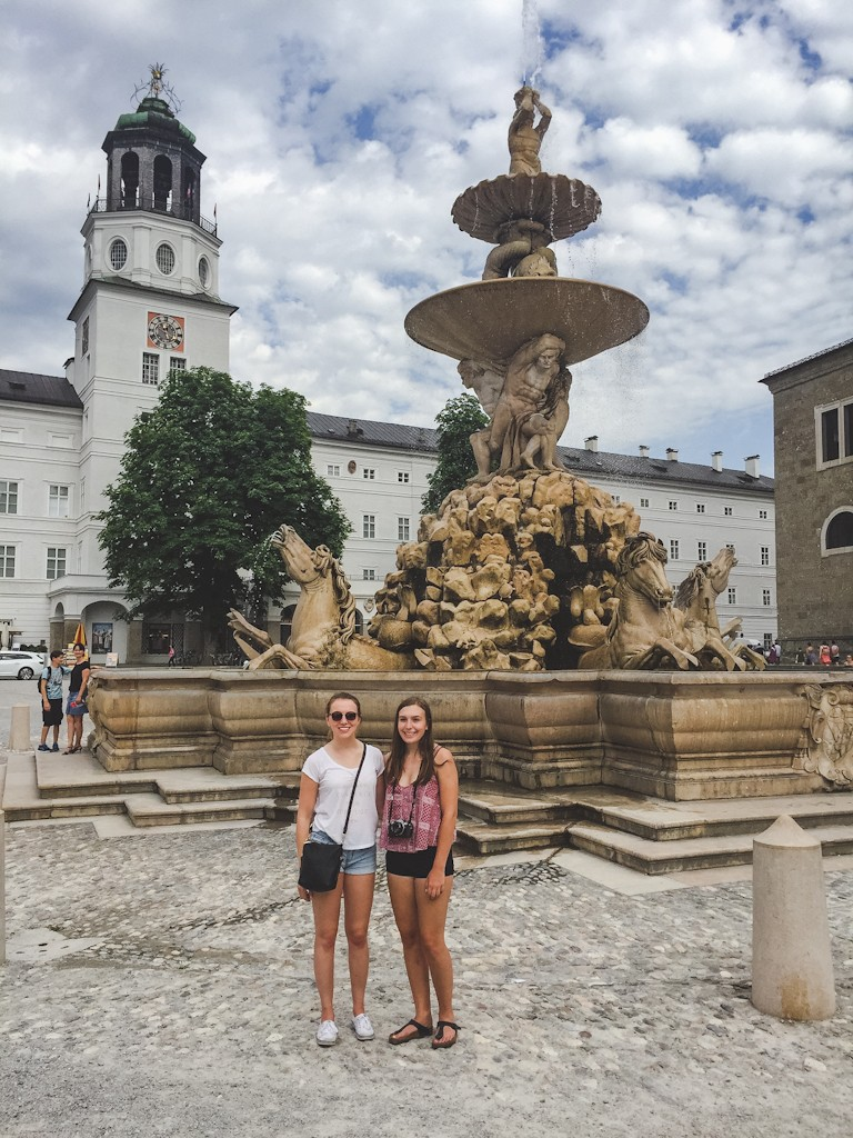 Checking out the Residenzbrunnen in the summer.
