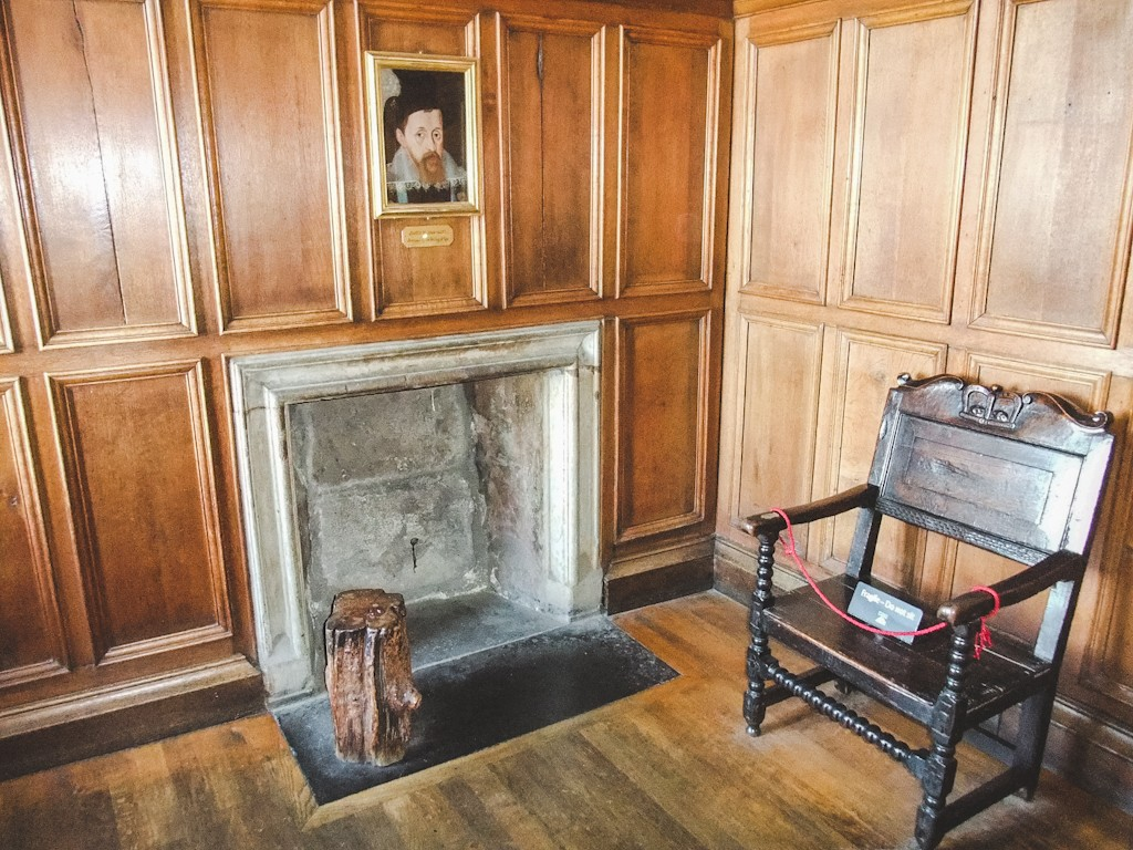 In the neighbouring Royal Apartments, you can find the bed-chamber where Mary, Queen of Scots, gave birth to her son James VI.