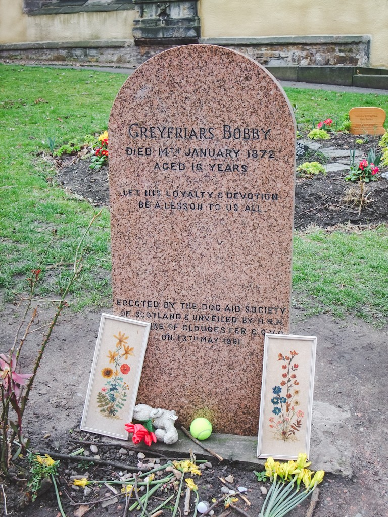 Bobby's own grave is just inside the entrance to Greyfriars Kirkyard next to his master